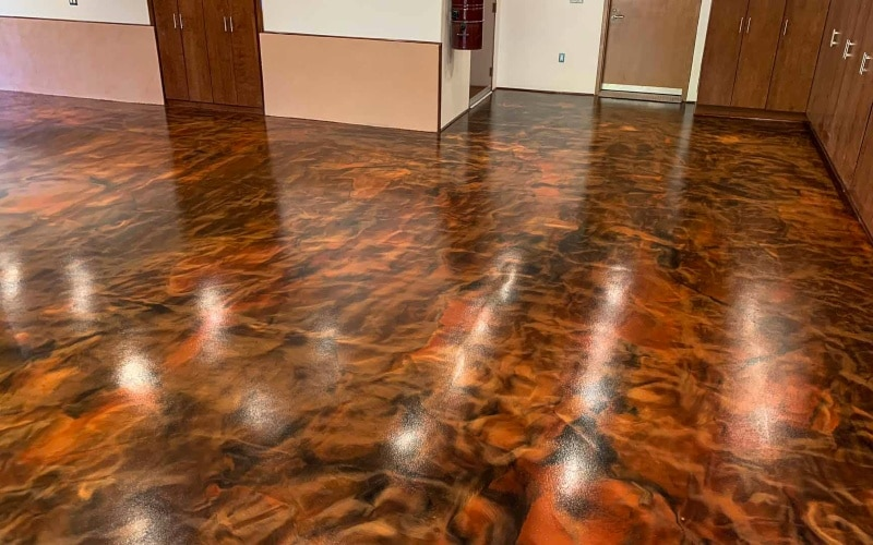 Epoxy floor with Copper with floral patterns